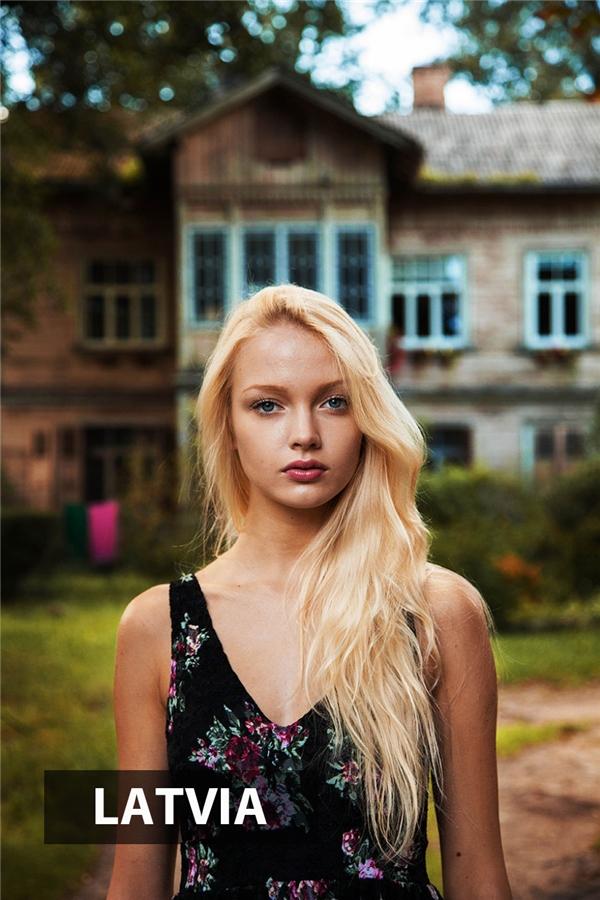 Thiếu nữ Latvia ởRiga xinh đẹp rạng ngời với mái tóc vàng óng như phản chiếu ánh mặt trờimùa hạ.
