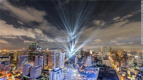 """MahaNakhonđược xếp vào hàng những công trình kiến trúc độc đáo và """"điên rồ"""" của thế giới hiện đại."""