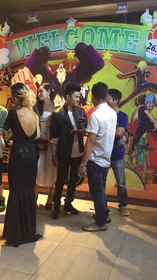 Sau khi giao lưu trên sân khấu, Lâm Vinh Hải cùng vợ cũ tiếp tục đứng nói chuyện cùng bạn bè. - Tin sao Viet - Tin tuc sao Viet - Scandal sao Viet - Tin tuc cua Sao - Tin cua Sao