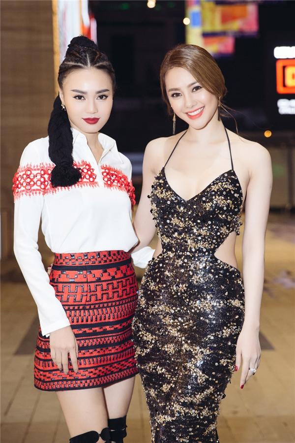 """Từ một người không mấy thiện cảm với Linh Chi, Lan Ngọc đã dần bị cô """"chinh phục"""" và giờ đây họ đã trở thành đôi bạn thân. - Tin sao Viet - Tin tuc sao Viet - Scandal sao Viet - Tin tuc cua Sao - Tin cua Sao"""