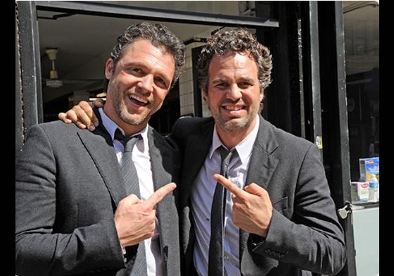 """Mark Ruffalo(bên phải) và người """"anh em sinh đôi""""trong phim Now You See Me."""