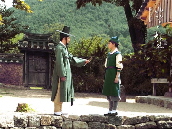 Shin Yun Bok và họa sư. (Ảnh: Internet)