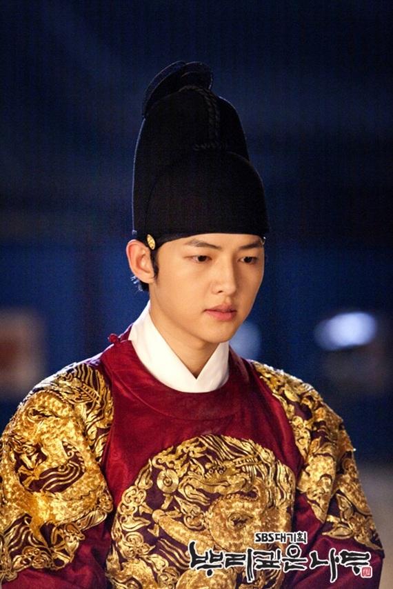 Song Joong Ki được giải thưởng diễn xuất do PD bình chọn với vai diễn trong phim này. (Ảnh: Internet)
