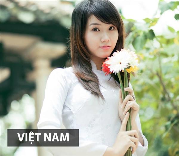 Thiếu nữ Việt Nam nhẹ nhàng, thướt tha trong tà áo dài truyền thống làm say đắm bao ánh nhìn.