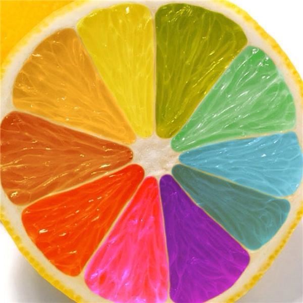 Quả chanh sặc sỡ màu sắc này từng được quảng cáo là kết quả của việc tiêm màu thực phẩm.