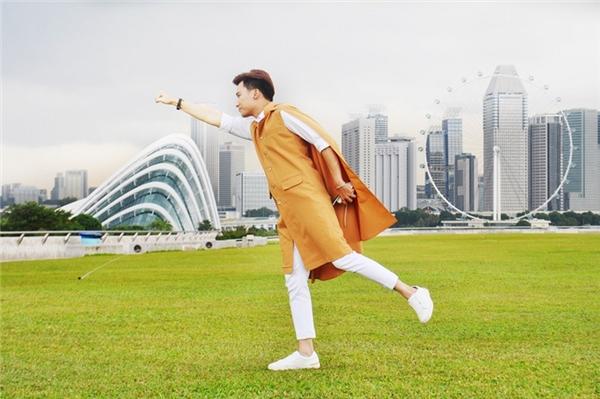 Pose ảnh vui nhộn tại đập nước đẹp nhất Singapore.