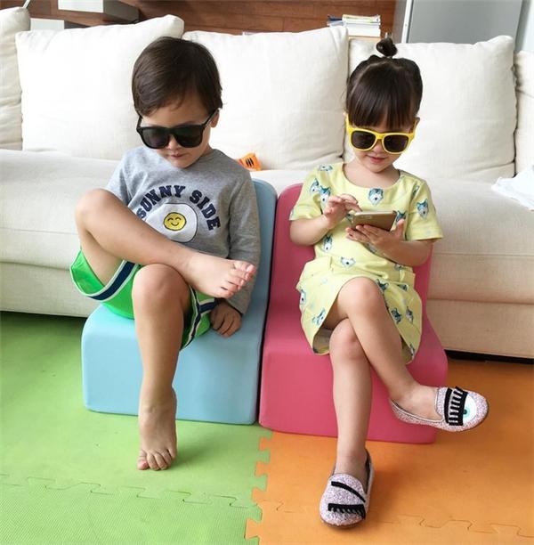 Có mẹ là người mẫu thời trang nên từ nhỏ Jenine và Jess đã có phong cách thời trang cực chất.