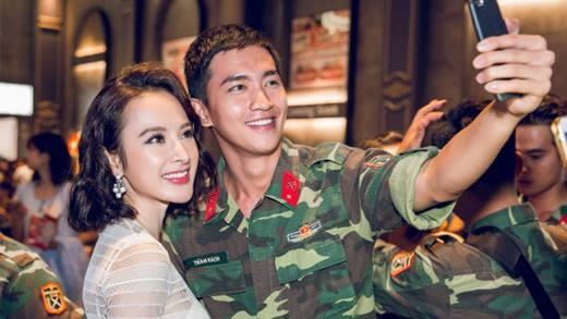 """Ngay từ khi mới ra mắt, bộ phim điện ảnhSứ mệnh trái timđã được người hâm mộ đặt cho biệt danh """"Hậu duệ mặt trờiphiên bản Việt"""" do cùng xoay quanh cuộc sống, chuyện tình của những """"soái ca quân nhân"""" trong điều kiện làm việc gặp nhiều khó khăn, thử thách."""