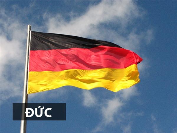 Quốc kỳ Đức còn được gọi làcờ tam tài đen-đỏ-vàngđặc trưng của cho màu sắcquân đội Đức trong thời kì chiến tranh Napoleon.Thiết kế này được công nhận làquốc kỳ của nước Đức hiện đại vào năm 1919, thời Cộng hòa Weimar.