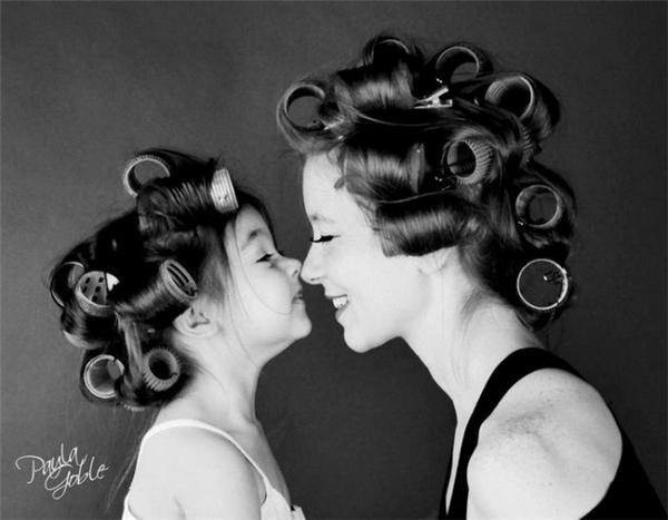 Hạnh phúc nhấtkhông phải là khi có được cuộc sống giàu sang phú quý mà là khi có mẹ ở bên, dìu dắt con đi qua những tháng năm khó khăn của cuộc đời.