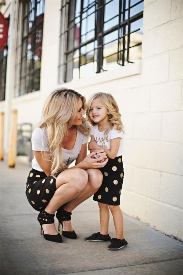 Dù mai này con có tung bay trên muôn khắp nẻo đường, những kí ức thân yêu gắn chặt với người mẹ ở quê nhà vẫn luôn khắc sâutrong tim.