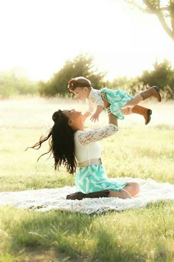 """""""Con là kết tinh tình yêu hoàn hảo nhấtcủa bố và mẹ...   ...và là ngọn lửa duy trì không khí ấm áp, hạnh phúc trong gia đình chúng ta""""."""