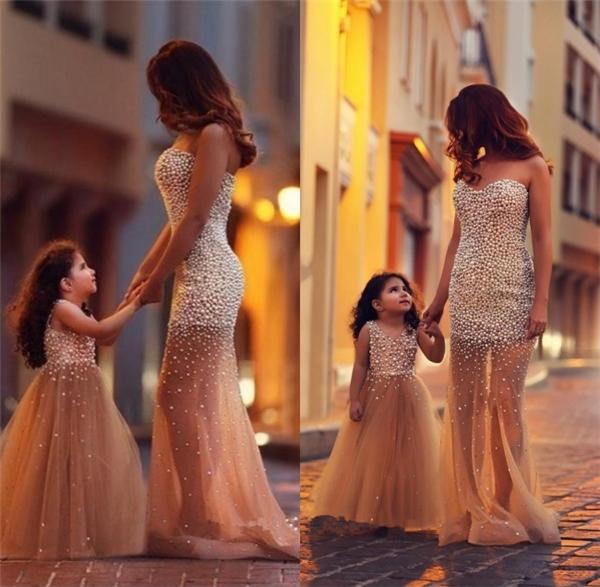 """""""Đừng lo sợ bất kì điều gì phía trướcbởi vì mẹ vẫn luôn bước đi bên cạnh con""""."""