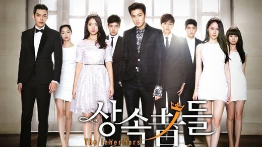 Người thừa kếlà câu chuyện về thế giới thượng lưu của các thiếu gia, tiểu thư -những người thừa kế tương lai của các tập đoàn hàng đầu Hàn Quốc. Trong đó, chuyện tình tay ba giữa cô nàng lọ lem Cha Eun Sang (Park Shin Hye) và hai chàng trai giàu có luôn đối đầu nhau là Kim Tan (Lee Min Ho) và Choi Young Do (Kim Woo Bin) chính là nút thắt của phim.