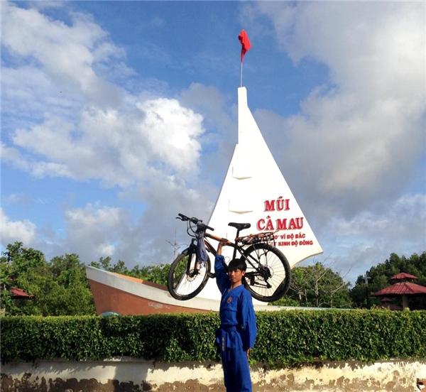 Tiến Tùnghạnh phúc khi sau 1 tháng 23 ngày đã hoàn thành trải nghiệm thú vị này.(Ảnh: NVCC)
