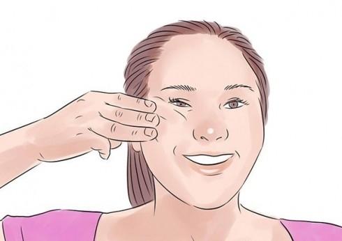 Thực hiện tương tự với xương gò má bên trái của bạn. Lặp lại 3 lần, mỗi lần giữ trong 5 giây.