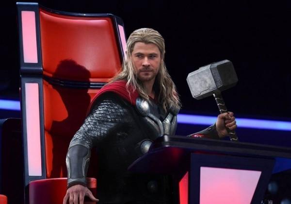 Dường như logic làm giám khảo của Thor khá đơn giản, vác búa theo, đứa nào trình diễn không lọt tai thì... cho một búa luôn.