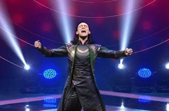 Màn trình diễn của Loki cũng vô cùng nhập tâm và xuất thần khiến cả khán phòng như bị cuốn theo độ phiêu của anh chàng. Có lẽ khó ai dám giành ngôi vị màn trình diễn hay nhất đêm nay tại The Voice của Loki rồi.
