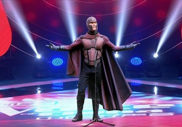 Magneto dù đã một vợ hai con nhưng cũng quyết định thử sức ở lĩnh vực mới. Khán giả khi xem anh trình diễn cũng mấy bận thót tim vì sợ nhỡ đâu bất ngờ anh hút hết vật dụng kim loại về phía mình.