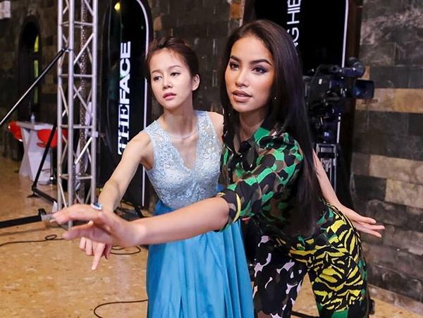 Nữ Vlogger là thành viên đội Phạm Hương.