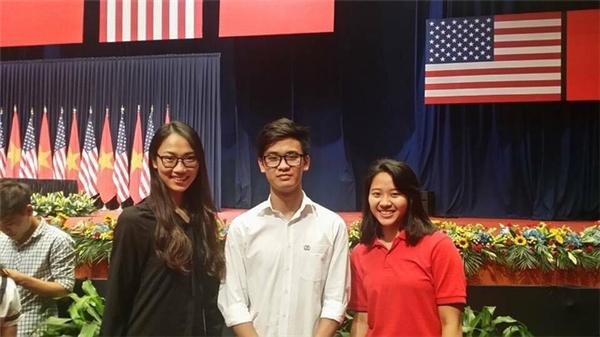 Có một chi tiết đáng chú ý ở Thủy Tiên chính là việc cô gái này từng có vinh dự gặp Tổng thống Obama với thành tích học tập xuất sắc tại Đại học Ngoại thương.