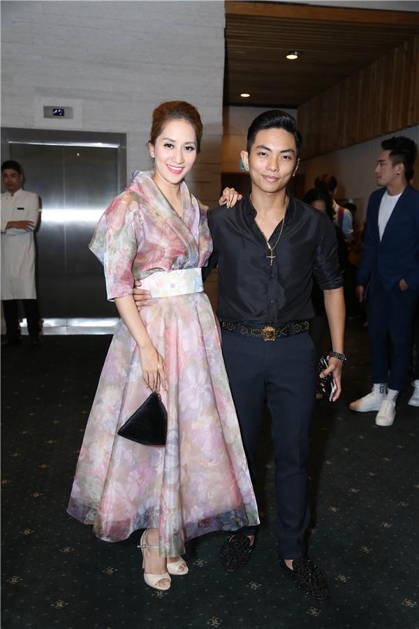 """""""Nữ hoàng dance sport"""" Khánh Thi được ông xã Phan Hiển tháp tùng đến tham dự đêm chung kết The Face."""