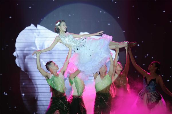 Sau phần thi ứng xử, top 4 bước vào thử thách thứ ba khiêu vũ và giới thiệu sản phẩm với bạn diễn như: Tim, S.T, Thuận Nguyễn.