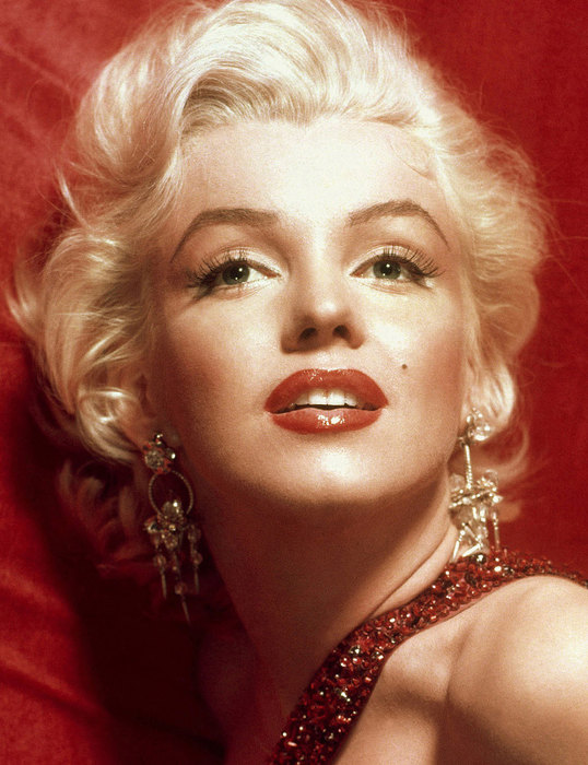 Nhan sắc với mái tóc vàng huyền thoại Marilyn Monroe có khuôn mặt đạt 89,41% so với tỉ lệ vàng.