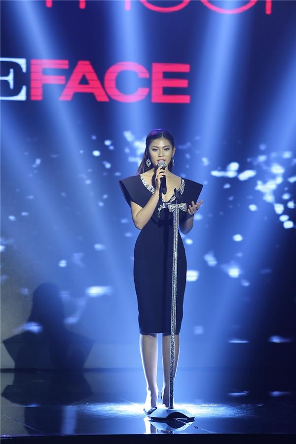 Tuy nhiên, The Face Vietnam lại phá cách khi mang những thử thách khó hiểu như: chụp hình selfie, trả lời ứng xử và khiêu vũ thể thao, thậm chí, chúng không liên quan đến chuyên môn của một người mẫu quảng cáo.