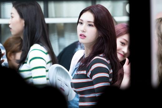 Vẻ xinh đẹp của Somi khiến ai cũng mê mẩn.