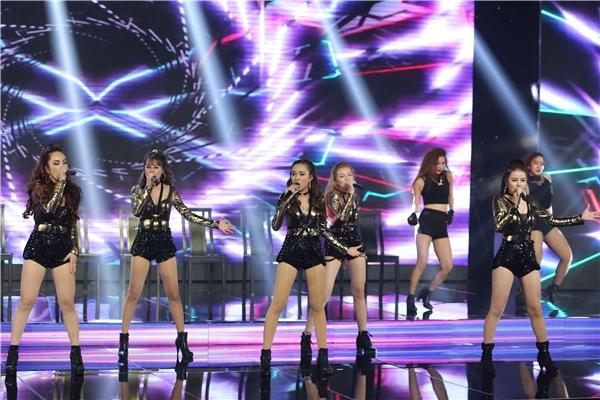 Đêm tiệc thời trang, âm nhạc này còn có sự góp mặt của nhóm S-Girls, Á quân The X Factor 2016.