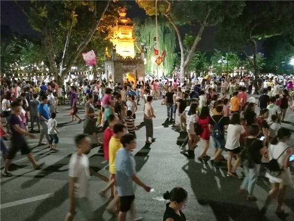 Chưa khi nàongười Hà Nội hào hứng đến thế với một dự án mang tính xã hội như không gianphố đi bộ Hồ Gươmlần này.