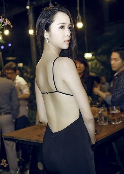 Vũ Ngọc Anh là một trong những mĩ nhân thường xuyên khoe ưu điểm ngoại hình là tấm lưng thon gợi cảm. - Tin sao Viet - Tin tuc sao Viet - Scandal sao Viet - Tin tuc cua Sao - Tin cua Sao