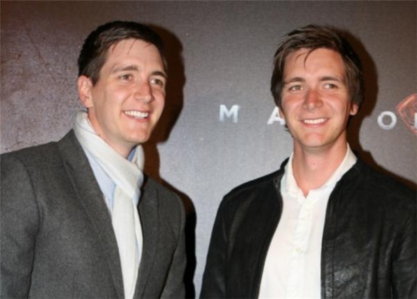 """2 anh em sinh đôi """"nhí nhố""""nhà Weasley giờ đã trở thành những người đàn ông chững chạc. Sau Harry Potter, cả hai vẫn chưa khẳng định được mình qua tác phẩm điện ảnh nào khác."""