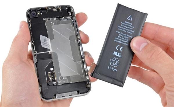 Một số loại pin rẻ tiền sẽ bị lẫn những mảnh kim loại gây đoản mạch. (Ảnh: internet)