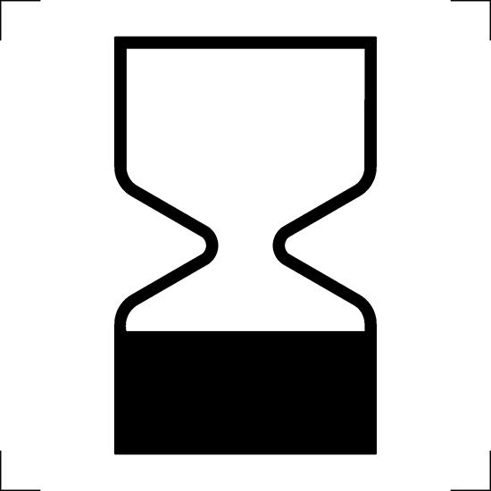 Biểu tượng đồng hồ cát thường được in trên bao bì của các loại mỹ phẩm đểthông báo hạn sử dụng của sản phẩm là dưới 30 tháng. Tại châu Âu, các sản phẩm không chỉin biểu tượng này mà còn in cả hình chiếc hộp bật nắp.