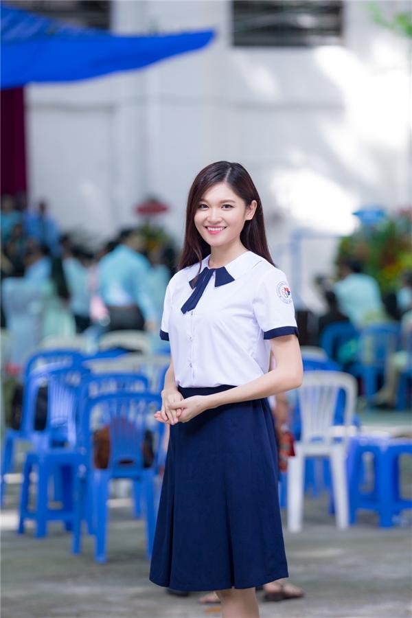 Sau khi buổi lễ kết thúc, Thùy Dung quyết định thay đồng phục và tham gia vào nhiều hoạt động thú vị.