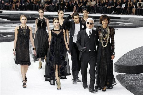 Chưa bao giờ cạn kiệt ý tưởng sáng tạo, giám đốc sáng tạo của Karl Lagerfeld luôn đem đến sự ngạc nhiên đầy thích thú cho khán giả.