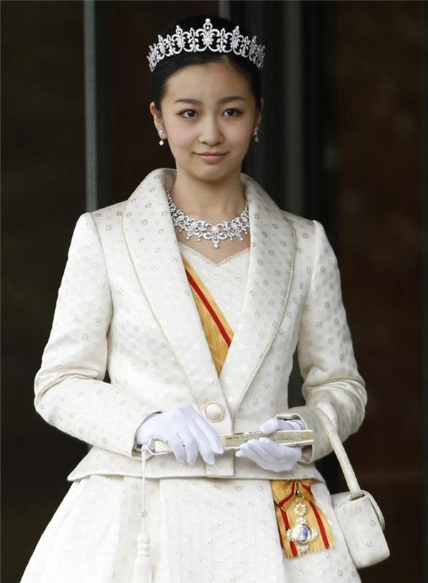 Càng lớn công chúa Kako càng xinh đẹp và thanh lịch, từ cô luôntoát lên nét hiền từ thân thiện.