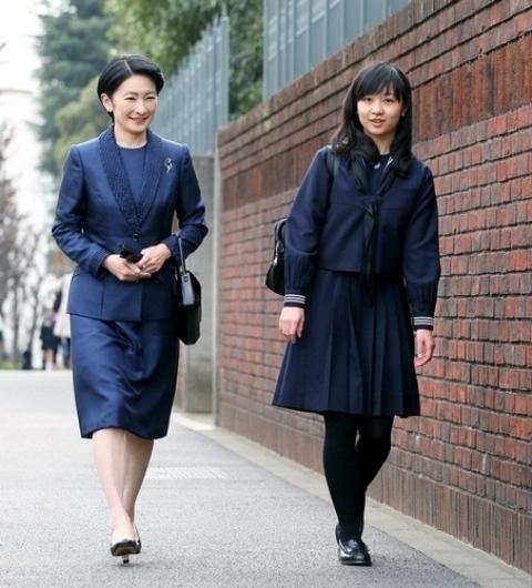 Từ nhỏ công chúađã theo học trường học cho giới quí tộc Gakushuin và học rất giỏi.
