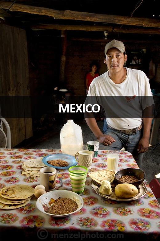 José Angel Galaviz Carrillo (33 tuổi), chủ trại gia súc ở dãy núi Sierra, gần Maycoba, Sonora, Mexico: 2.900 calo mỗi ngày