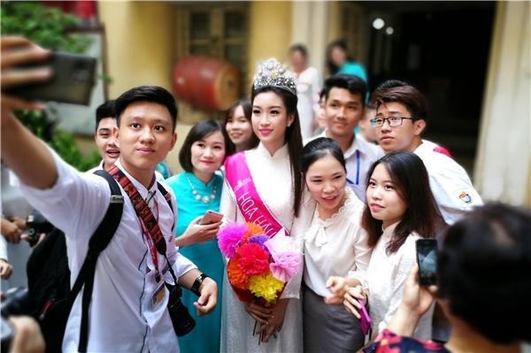 """Hoa hậu selfie """"mệt nghỉ"""" - Tin sao Viet - Tin tuc sao Viet - Scandal sao Viet - Tin tuc cua Sao - Tin cua Sao"""