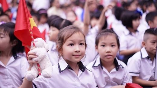 Các emhọcsinh tại trường tiểu học, trung học cơ sở Archimedes Academy, Hà Nộihân hoan mừng ngày khai giảng. (Ảnh: Thương Lê)