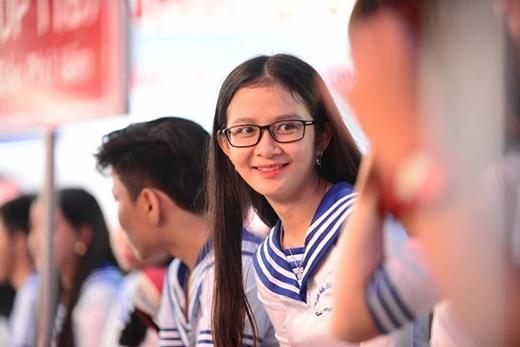 Học sinh trường THPT Nhân Việt , TP. HCM trong trang phục hải quân mừng ngày khai giảng. (Ảnh: Thanh Tùng)