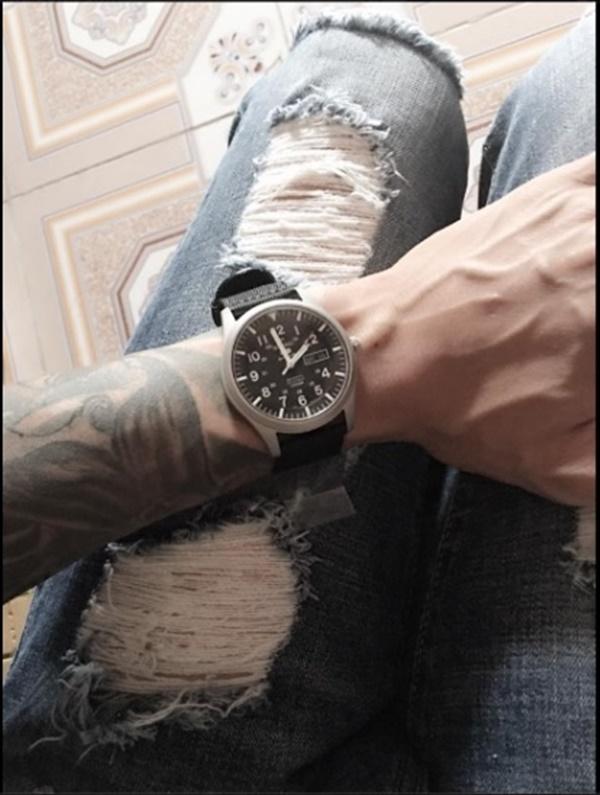 Nam thanh niên đăng lên trang cá nhân nói rằng mình đã tự mua chiếc đồng hồ này. (Ảnh: Internet)