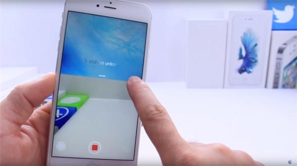 Quay phim khi màn hình chính bị khóa và tắt (chỉ tương thích với iOs 9 trở lên): bấm nút Home để màn hình bật sáng => tay phải bấm vào nút Camera ở góc dưới bên phải màn hình rồi trượt lên từ từ đến lưng chừng máy cho đến khi màn hình phía dưới hiện lên các lựa chọn, không thả tay ra => tay trái chọn Video, vẫn không thả tay phải ra => tay phải tiếp tục giữ yên và tay trái bấm vào nút đỏ để quay phim => vẫn không thả tay phải, double click vào nút Home (không phải nút Quay phim) 3 lần liên tiếp => vẫn giữ yên tay phải trên nút Camera ở giữa chừng máy, đợi khoảng 10 giây, màn hình sẽ tự động tắt, lúc này bạn đang bí mật quay phim trong khi màn hình tắt => để ngừng quay, chỉ cần unlock máy là xong.