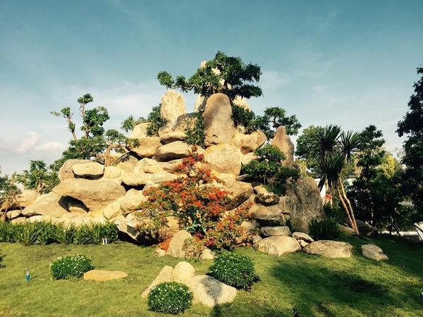 Nhà thờ này rộng 7.000 m2, được cho là trị giá hơn 100 tỷ đồng, xây dựng tại phường Long Phước, quận 9, TP HCM. - Tin sao Viet - Tin tuc sao Viet - Scandal sao Viet - Tin tuc cua Sao - Tin cua Sao