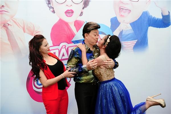 Góp mặttrong buổi ra mắt gameshow Hoán Đổi Cặp Đôi, các diễn viên hài Chí Tài, Thúy Nga, Đại Nghĩa, Lê Giang cũng như nhiều nghệ sĩ khác đã đem lại những khoảnh khắc vui nhộn, thú vị.