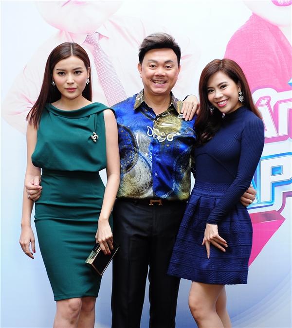 Diễn viên Vũ Ngọc Ánh và Cao Thái Hà mặc giản dị đến tham dự chương trình. Nếu như Ngọc Ánh cuốn hút với đầm đen hở lưng thì Cao Thái Hà lại nữ tính với đầm xanh rêu bó sát.