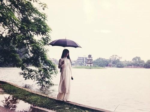 MV ca nhạc Đợi em trở về do Phan Điền làm đạo diễn, lấy bối cảnh chính là các danh thắng Hà Nội như: Hồ Tây, Hồ Gươm, các nhà hàng gần ga Hàng Cỏ…. - Tin sao Viet - Tin tuc sao Viet - Scandal sao Viet - Tin tuc cua Sao - Tin cua Sao